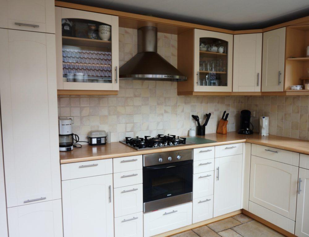 Keuken met massief eiken werkblad en omlijsting belgie hvs design maatwerk meubelen - Keuken platform ...
