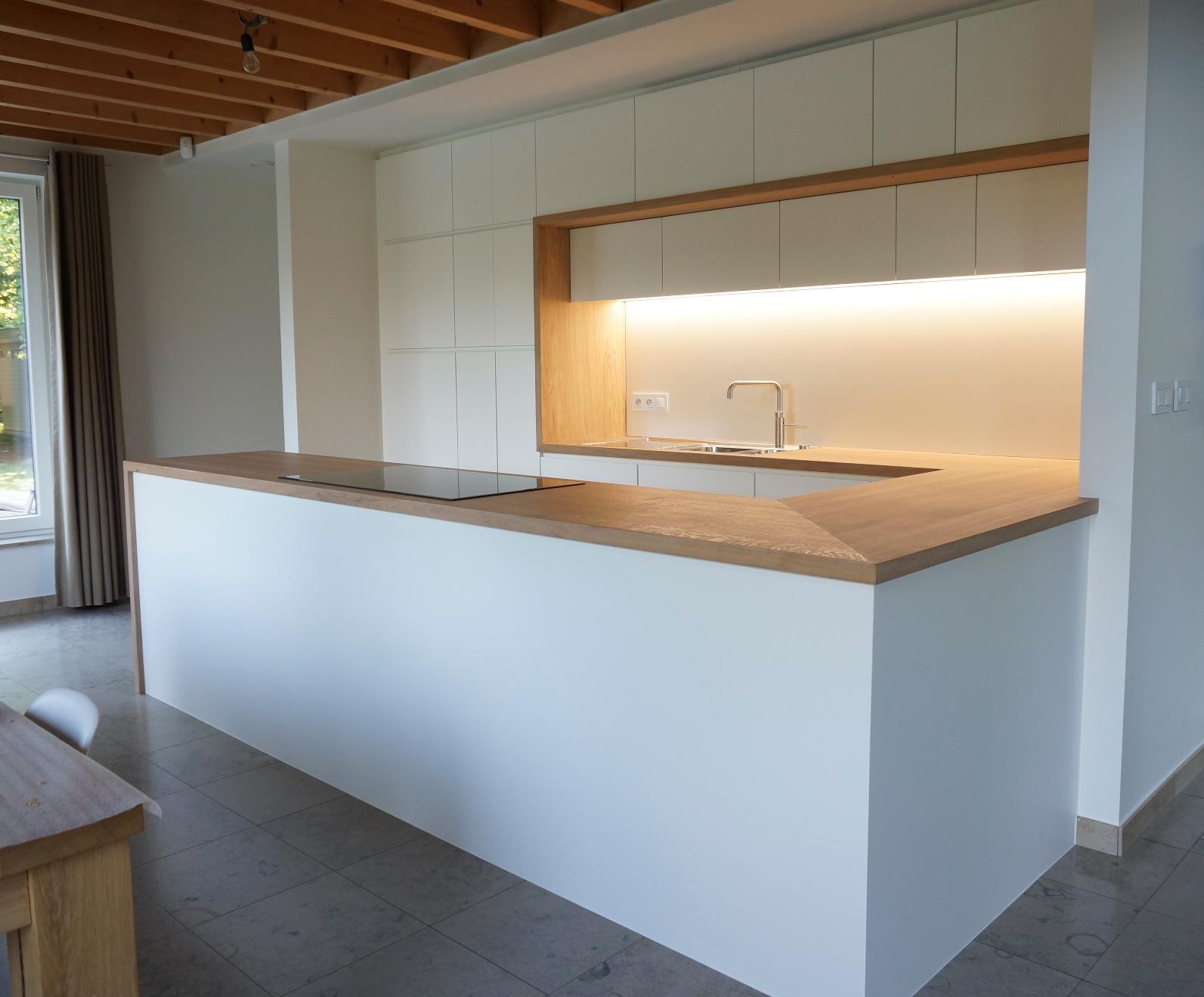 Eiken Keukens Belgie : Keuken met massief eiken werkblad en omlijsting (Belgie