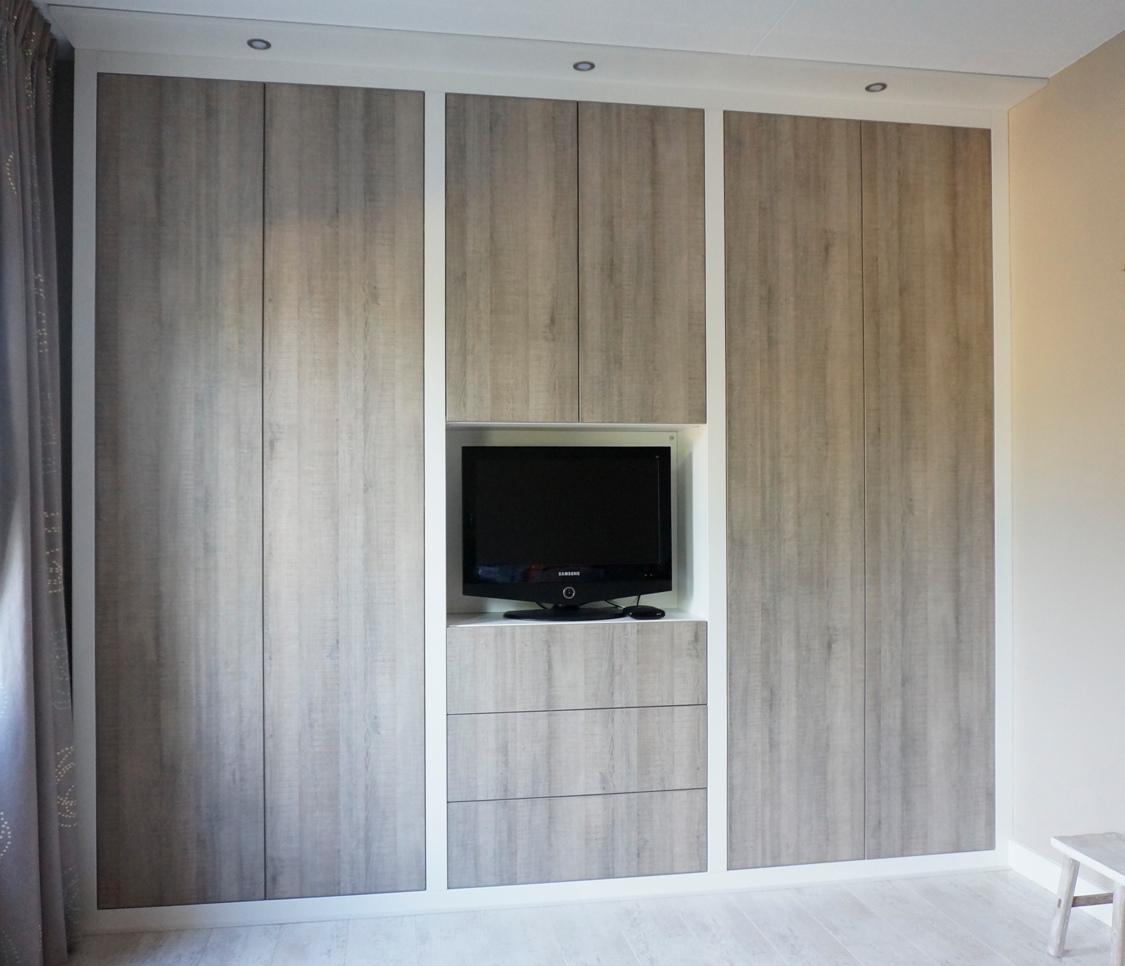 Kledingkast met robuuste lijst hvs design maatwerk meubelen speciaal voor u - Designer kledingkast ...